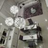 lampara espectacular techo alto salón escalera nova schuller