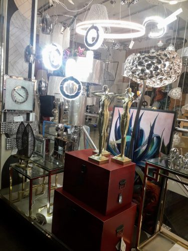 escaparate-tienda-lamparas-seria-calidad-electricidad-aranda-lamparas-almeria-