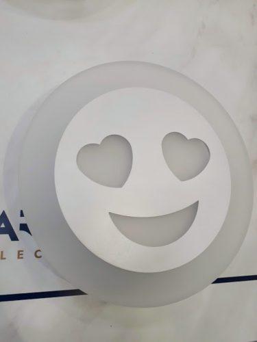 aplique-led-carita-sonriente-anperbar-corazones-ojos