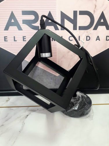 colgante-geometrico-blanco-cubo-negro-acontract-comprar-en-tienda-de-lamparas-almeria-online-web-aranda-9200