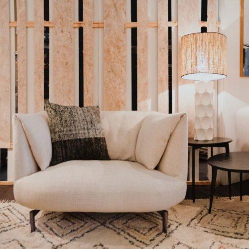 butaca-elegante-acogedora-moderna-vp-interiorismo-electricidad-aranda-lamparas-almeria-