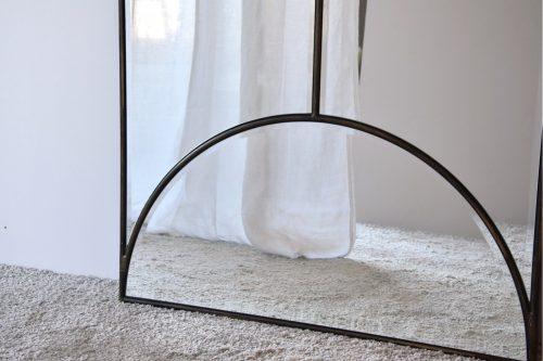 espejo-rectangular-apoyado-en-suelo