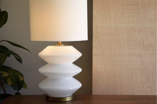 lampara-mesa-vidrio-blanca-c-pantalla (1)