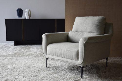 butaca-tapizada-en-tono-gris-claro-vp-interiorismo-34a037