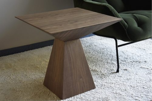 mesa-auxiliar-cuadrada-nogal-vp-interiorismo-electricidad-aranda-lamparas-almeria-