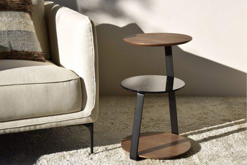 mesa-auxiliar-nogal-vidrio-metal-vp-interiorismo