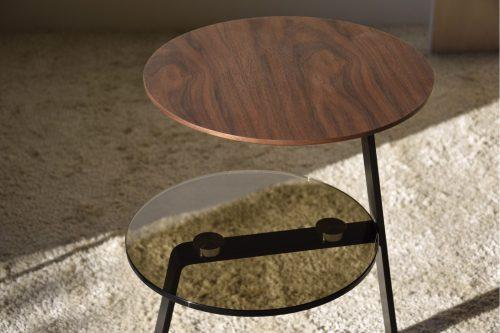mesa-auxiliar-nogal-vidrio-metal-vp-madera-interiorismo