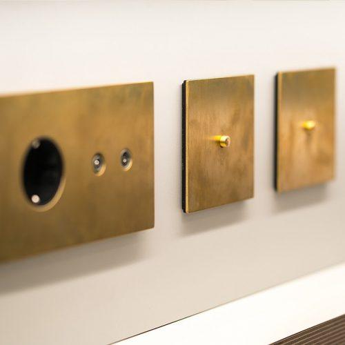 more-font-barcelona-dorado-oro-mecanismo