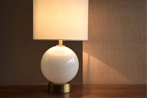 lampara-mesa-vidrio-blanca–vp-interiorismo-esfera